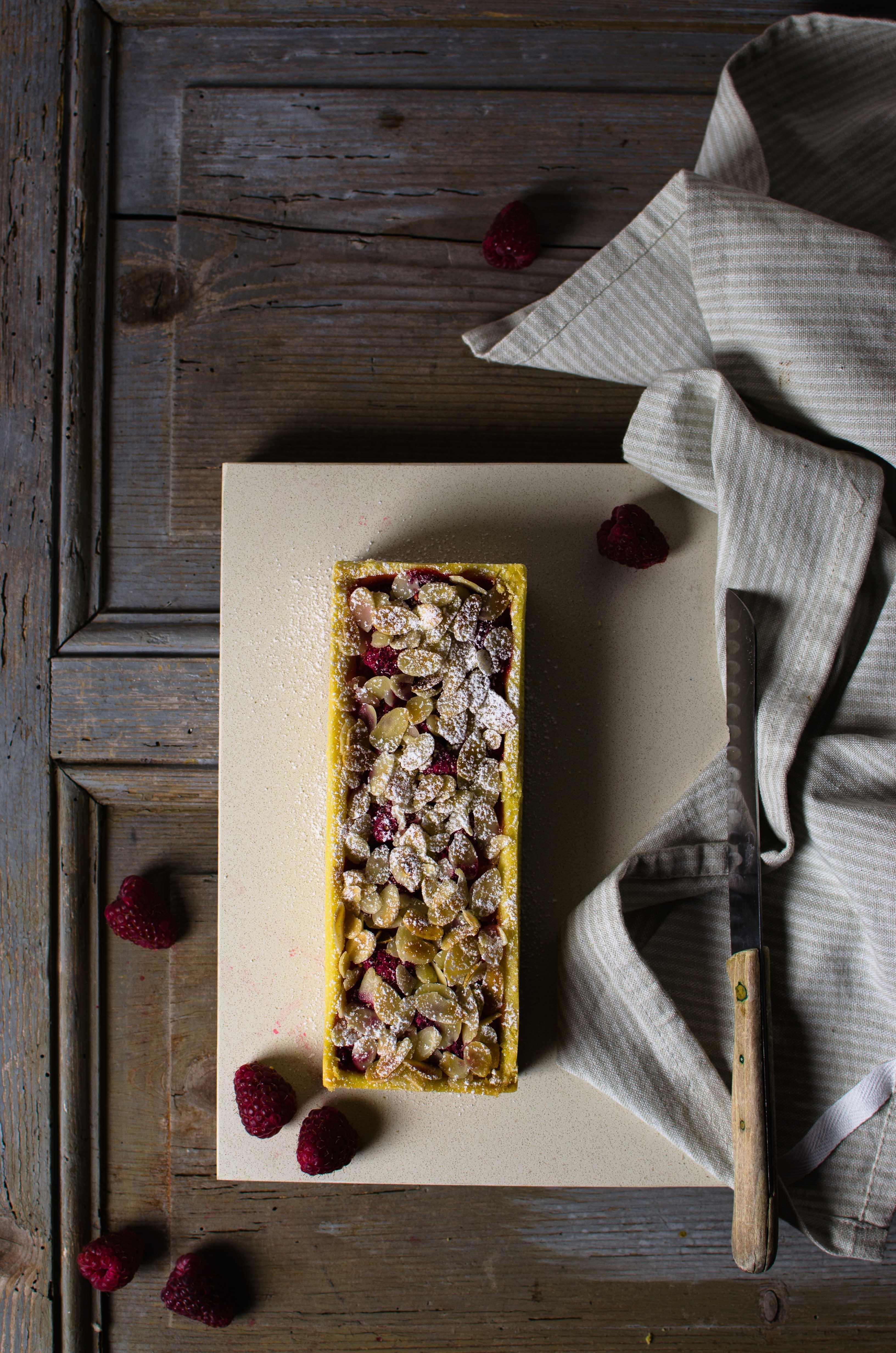 Tarte-rabarbaro-lamponi-fragole Tarte al rabarbaro, fragole e lamponi di Yann Couvreur