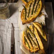 Barchette con asparagi e formaggio di capra