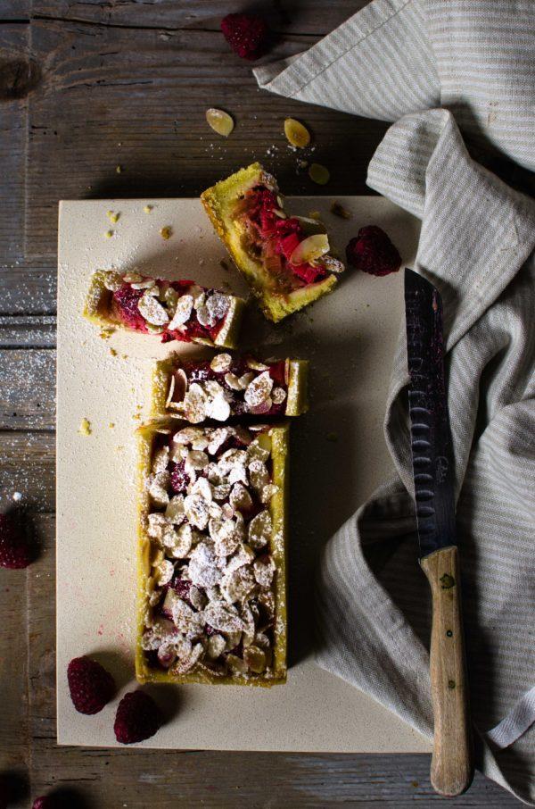 crostata-rabarbaro-600x906 Tarte al rabarbaro, fragole e lamponi di Yann Couvreur