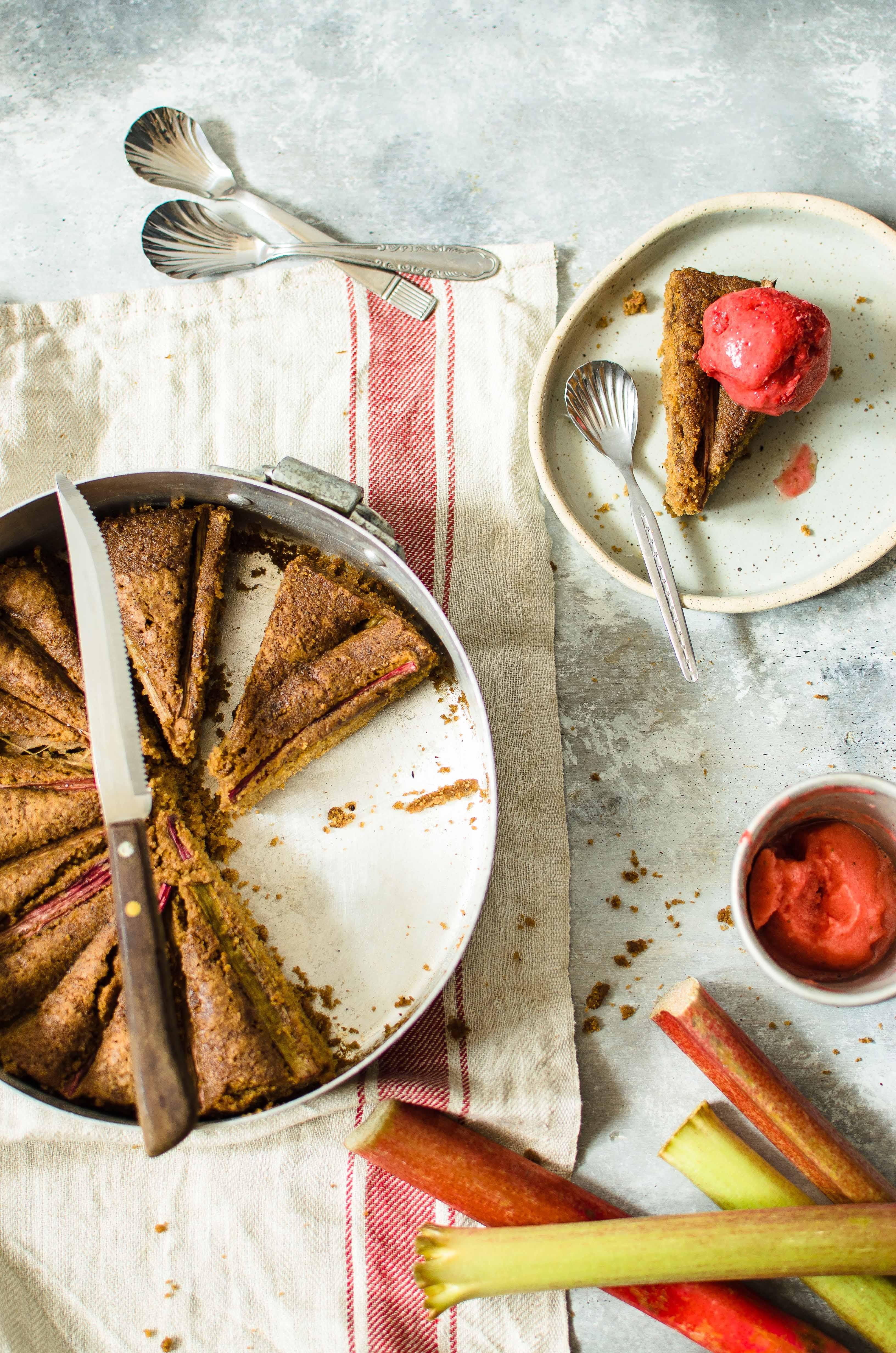 rabarbaro-fragole-cocco Torta al rabarbaro