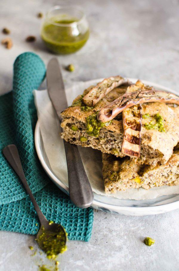 focaccia-pistacchi-melanzane-600x906 Focaccia con pistacchi e melanzane perlina