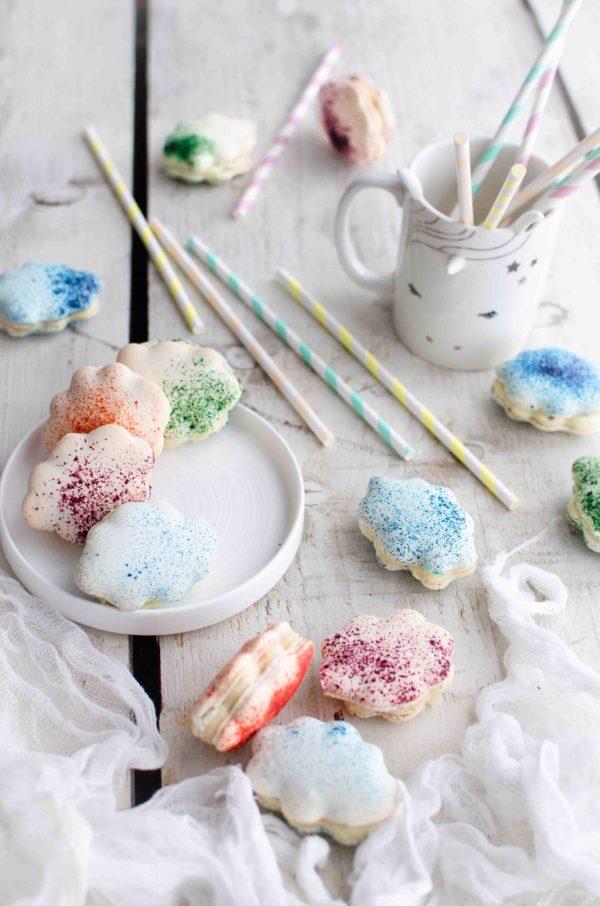 macarons-colorati-600x906 Macarons nuvoletta al cioccolato bianco, lavanda e pesche