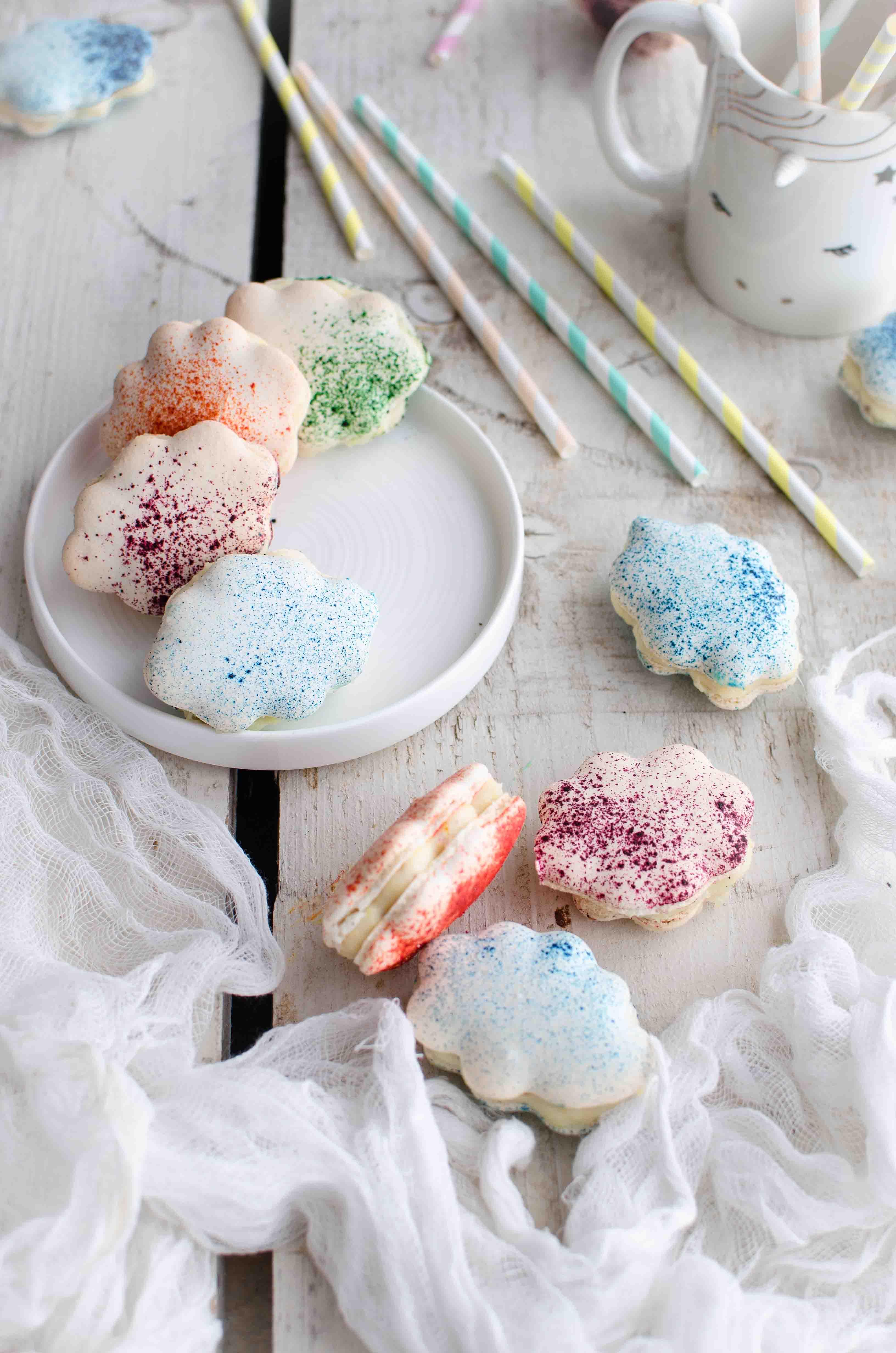 macarons-rainbow Macarons nuvoletta al cioccolato bianco, lavanda e pesche