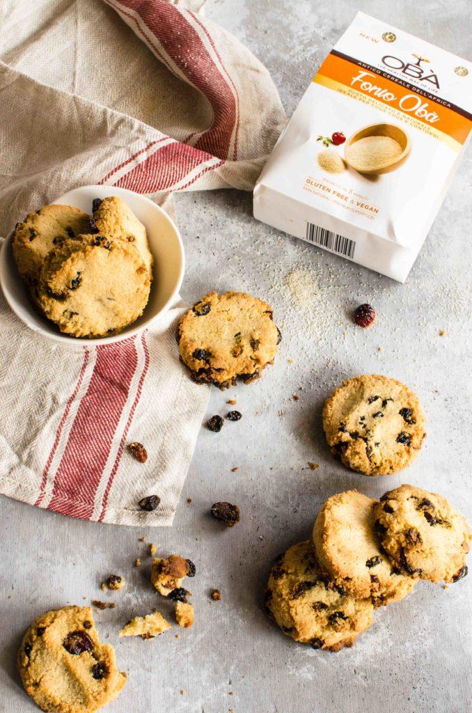 Cookies con fonio, mandorle e frutti rossi